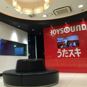 VRカラオケの体験チャンス!ゴールデンボンバーやアイドルが至近距離に!?PlayStation®VR向け「JOYSOUND VR」の無料体験イベントを開催!